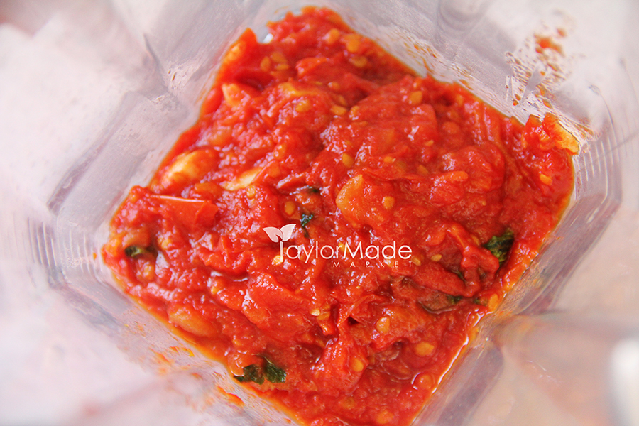 tomato sauce in blender